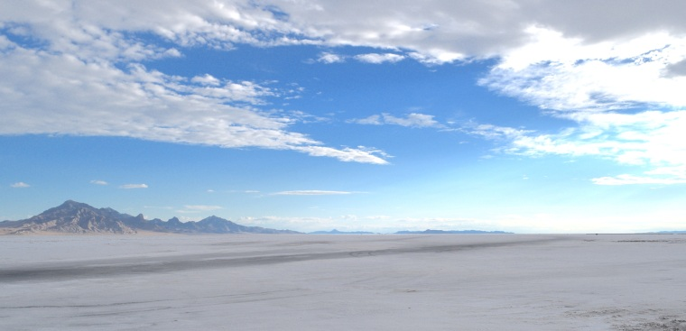 Wandering The Bonneville Salt Flats Utah - togetherintransit.nl 7